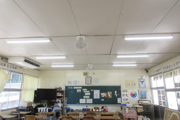 朝日中学校美術教室 照明器具取替サムネイル