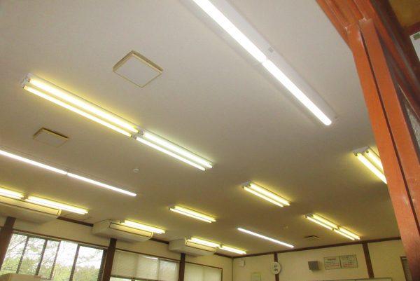 東山小中学校家庭科教室 照明器具取替サムネイル